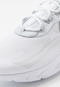 Nike Sportswear - AIR MAX 270 REACT RVL - Zapatillas - white/light smoke grey/pure platinum/cool grey - 5