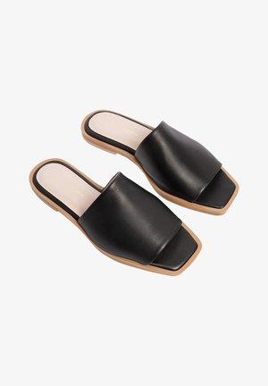 BALI - Pantofle - black