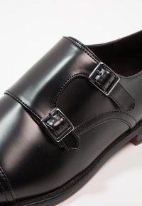 Zalando Essentials - Business loafers - black - 5