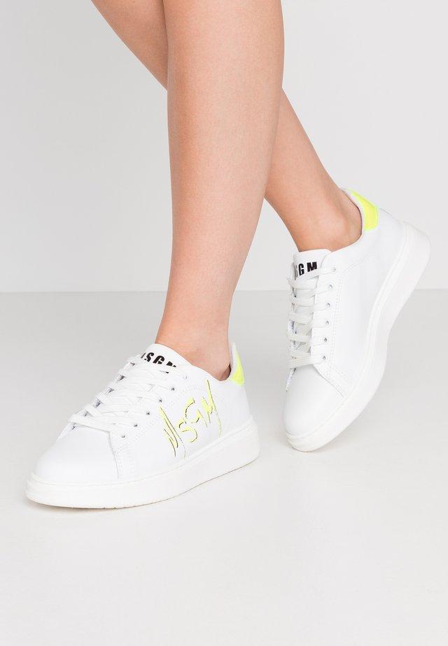 SCARPA DONNA WOMAN`S SHOES - Baskets basses - neon/white