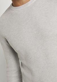 TOM TAILOR - Jumper - light stone grey melange - 3