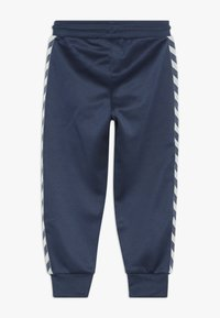 Hummel - WES PANTS - Pantalones deportivos - dark denim - 1