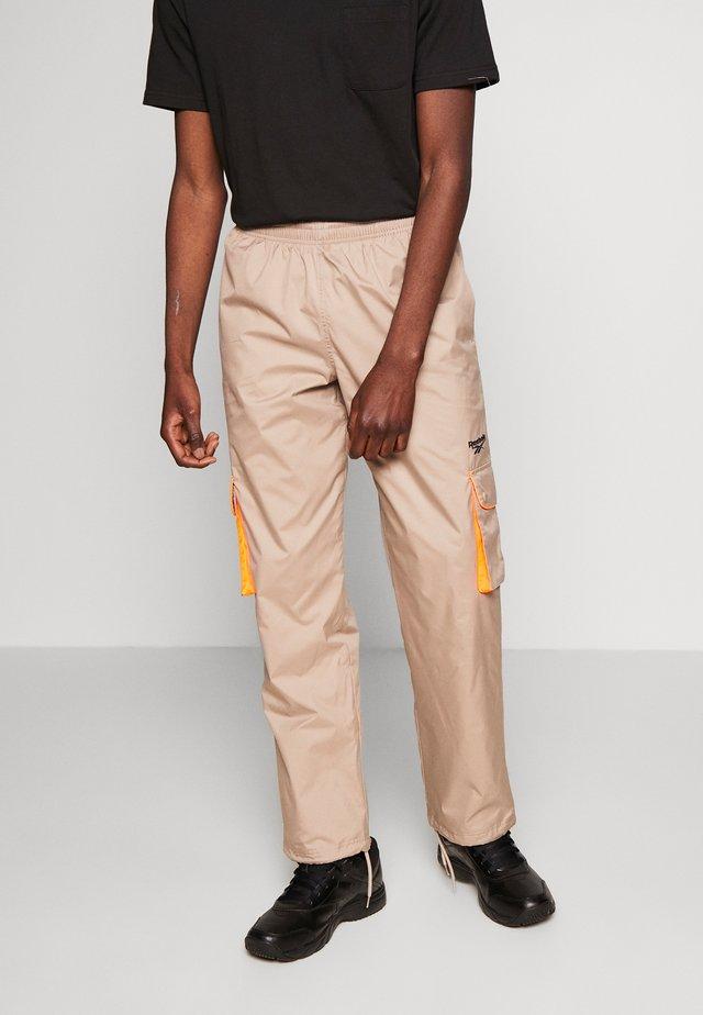 TRAIL PANTS - Cargo trousers - tan