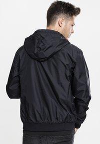 Urban Classics - Light jacket - black/red - 1