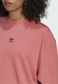adidas Originals - SWEATSHIRT TREFOIL ESSENTIALS ORIGINALS REGULAR PULLOVER - Felpa - pink - 3