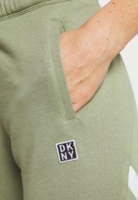 DKNY - CUT OFF LOGO CROPPED SLIM FIT JOGGER - Tracksuit bottoms - olive - 4