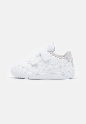 MULTIFLEX IRI UNISEX - Sports shoes - white