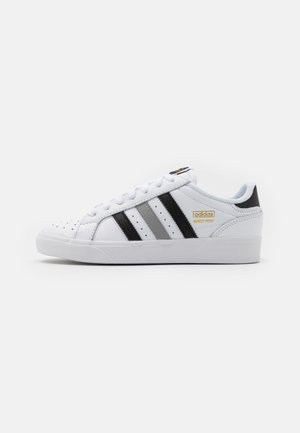 BASKET PROFI LO UNISEX - Matalavartiset tennarit - footwear white/core black/gold metallic