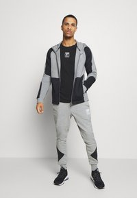 Puma - REBEL PANTS BLOCK - Pantalon de survêtement - medium gray heather - 1