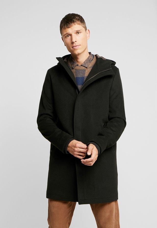 CARDER COAT - Zimní kabát - black/olive