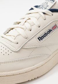 Reebok Classic - CLUB C 85 - Matalavartiset tennarit - chalk/paperwhite/navy - 5