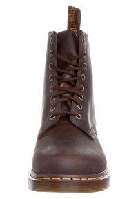 Dr. Martens - 1460 BOOT - Snörstövletter - gaucho - 2