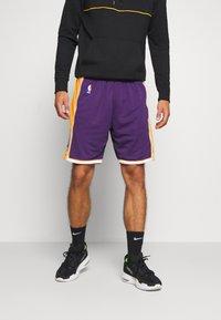 Mitchell & Ness - LA LAKERS NBA AUTHENTIC SHORTS - Short de sport - purple - 0