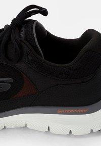 Skechers Sport - FLEX ADVANTAGE TRUE CLARITY - Tenisky - black - 5