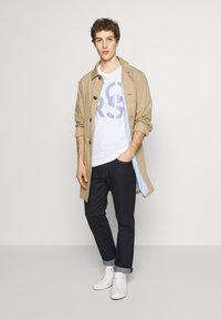 Michael Kors - STACKED - Print T-shirt - white - 1