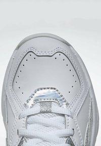 Reebok - AXT TRAINER CORE TRAINING - Zapatillas para caminar - white - 9