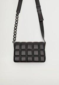 Violeta by Mango - MATT - Across body bag - schwarz - 1