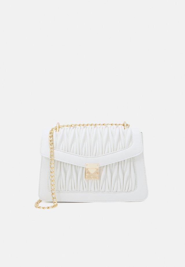 VMPATTI CROSS OVER BAG - Across body bag - snow white