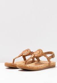 UGG - AYDEN - Sandalias de dedo - almond - 4