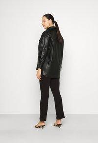 Vero Moda Curve - VMPAULINA VIP  - Skjorte - black - 2