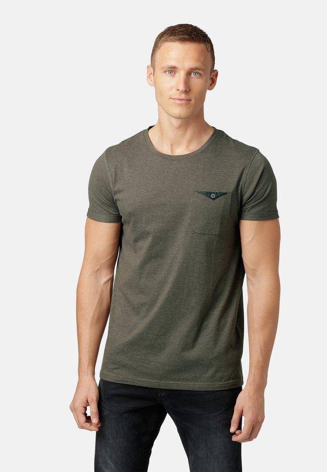 OTTAY  - T-shirt med print - burnt olive