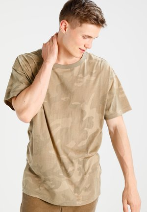 CAMO OVERSIZED - Print T-shirt - sand
