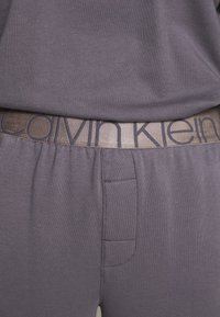 Calvin Klein Underwear - ICONIC LOUNGE PANT SET - Pyjama set - purple haze - 4