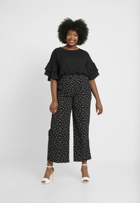 CAPSULE by Simply Be - FLUTED SLEEVE BOXY  - Blouse - black - 1