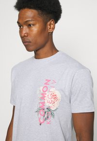 Common Kollectiv - FLORAL UNISEX - T-shirt print - grey marl - 3