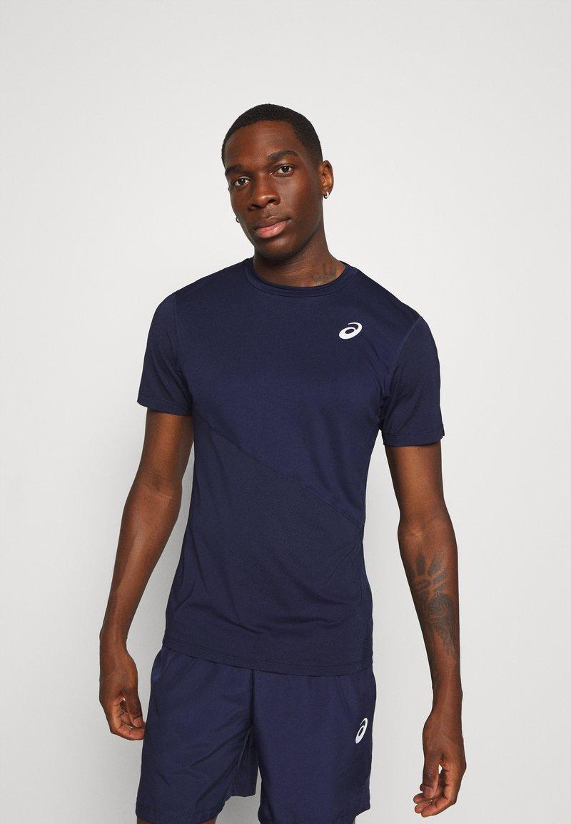 ASICS - CLUB TEE - T-shirt basique - peacoat/peacoat