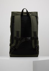 Rains - MOUNTAINEER BAG UNISEX - Rygsække - green - 2