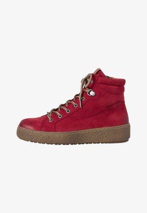 Šněrovací kotníkové boty - scarlet