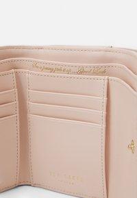 Ted Baker - ALYESHA TEARDROP CRYSTAL MINI BOBBLE PURSE - Wallet - light pink - 3