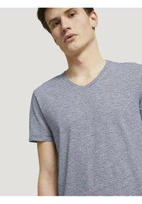 TOM TAILOR DENIM - Print T-shirt - navy white yd melange stripe - 3