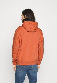 Nike Sportswear - HOODIE - Hoodie - light sienna - 2