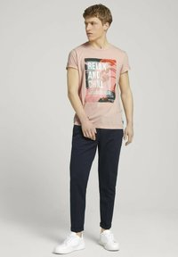 TOM TAILOR DENIM - Print T-shirt - soft peach skin - 1