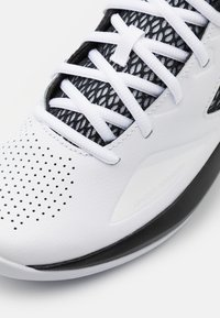 Under Armour - LOCKDOWN - Basketball shoes - white - 5
