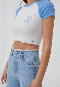 PULL&BEAR - T-shirt imprimé - white - 3