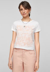 QS by s.Oliver - MIT FRONTPRINT - Print T-shirt - white - 0