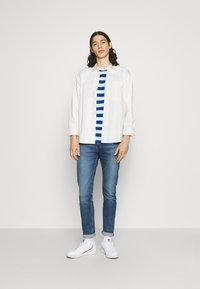 Newport Bay Sailing Club - BOLD HORIZONTAL STRIPE 2 PACK - Print T-shirt - grey marl/mid blue - 0