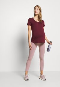 Cotton On Body - MATERNITY GYM TEE - Basic T-shirt - mulberry - 1