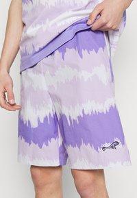 adidas Originals - UNISEX - Shorts - light purple/multicolor - 4