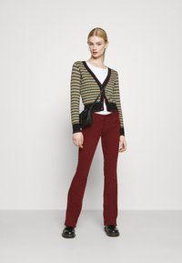 Pepe Jeans - NEW PIMLICO - Trousers - currant - 1