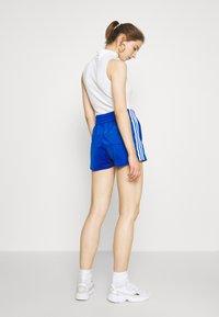 adidas Originals - Shorts - team royal blue/white - 2