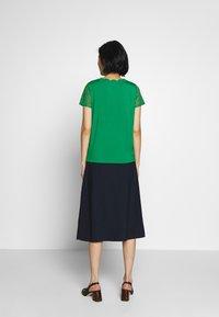 NAF NAF - OLILA - T-shirt imprimé - vert rio - 2