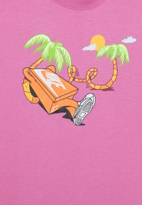 Nike Sportswear - TEE ERMSY BEACH - T-shirt print - magic flamingo