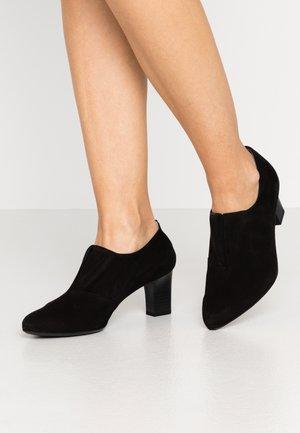 MIAKA - Kotníková obuv - schwarz