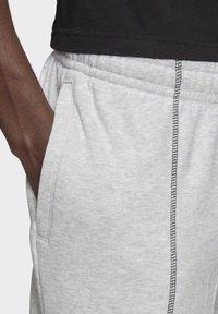 adidas Originals - JOGGERS - Trainingsbroek - grey - 4