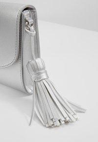 Esprit - CORA - Clutch - silver - 5