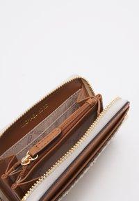 MICHAEL Michael Kors - JET SET CHARM COIN CARD CASE - Geldbörse - vanilla - 2
